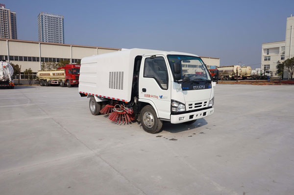 good price New Isuzu street cleaning truck, road sweeper truck for sale