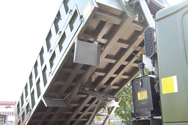 Reinforced four longitudinal beams under the bucket hino dumper trucks