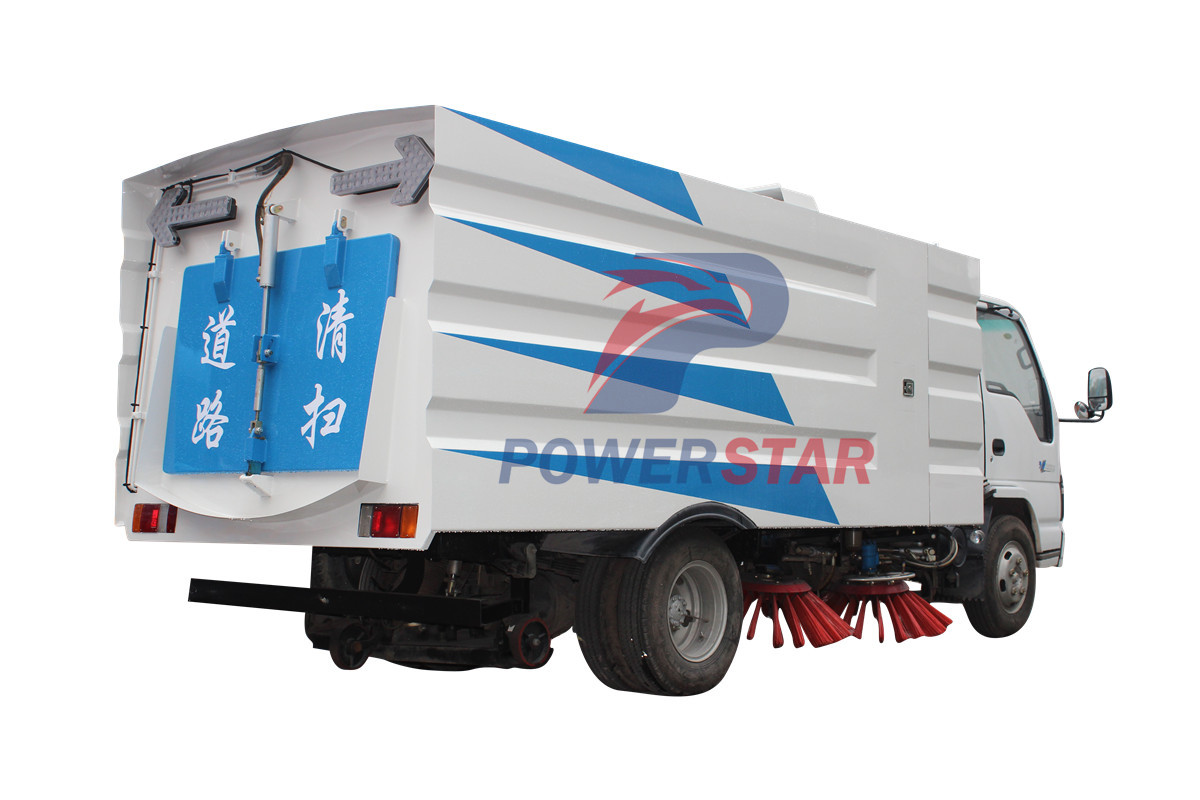 Multi functional road sweeper Isuzu 4m3